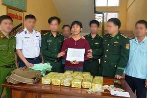 Bắt đối tượng vận chuyển 15kg ma túy đá từ Lào vào Việt Nam