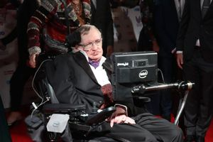Điều gì giúp thiên tài Stephen Hawking sống được 55 năm với bệnh hiểm nghèo?