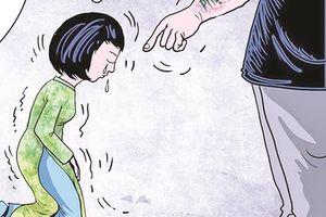 Phụ huynh 'góp sức' bắt cô giáo quỳ phải kiểm điểm công khai