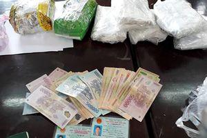 Nghệ An: Bắt hai cha con vận chuyển số lượng lớn ma túy