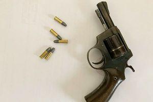 Hé lộ nguyên nhân vụ nổ súng trong cửa hàng cắt tóc phường Mỹ Đình 2: Thiếu nữ 10X 'bắt cá hai tay'