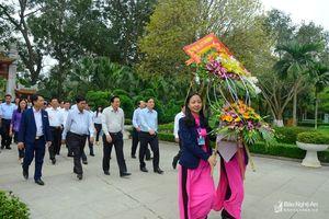 Đoàn công tác tỉnh Long An dâng hương tưởng niệm Chủ tịch Hồ Chí Minh