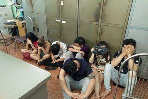 Nhiều 'nam thanh nữ tú' sử dụng ma túy trong quán karaoke ở Biên Hòa