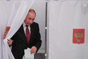 Ông Putin đi bỏ phiếu bầu Tổng thống Nga
