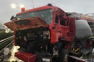 Xe khách đâm xe cứu hỏa trên cao tốc, một chiến sĩ trẻ hi sinh