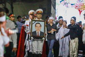 Người dân ngậm ngùi tiễn đưa linh cữu cố Thủ tướng Phan Văn Khải