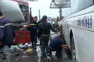 Cứu hỏa va chạm xe khách trên cao tốc Pháp Vân - Cầu Giẽ, 11 người bị thương