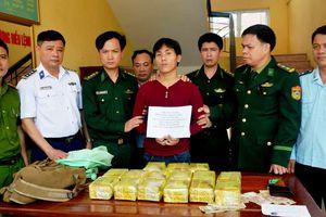 Bắt đối tượng ngoại quốc vận chuyển 15kg ma túy đá