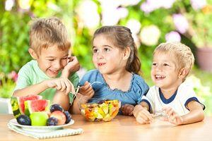 Con cả năm không ốm vì mẹ tích cực cho ăn 4 quả nhiều vitamin C này