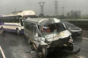 Tai nạn liên tiếp trên cao tốc Pháp Vân - Cầu Giẽ, giao thông ùn tắc
