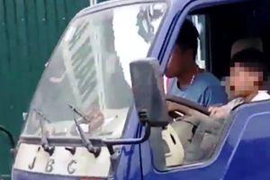 Clip bé trai lái xe tải: Xe hết hạn kiểm định