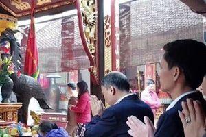 Giám đốc Kho bạc Nam Định bị cách chức vì đi lễ trong giờ làm