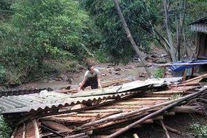 Thanh Hóa: Giông lốc đổ bộ, 60 nhà dân bị sập, tốc mái
