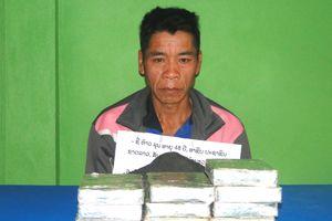 Biên phòng Nghệ An: Bắt đối tượng vận chuyển 10 bánh heroin