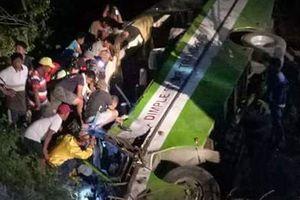 Xe buýt lao xuống khe núi trong đêm, 19 người thiệt mạng