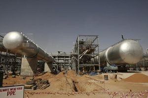 Giá dầu tiếp tục leo dốc do căng thẳng tại Trung Đông và nhu cầu cao