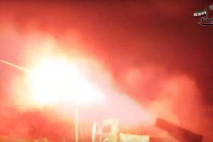 Clip: Phiến quân nã tên lửa Grad vào căn cứ không quân Syria ở Aleppo