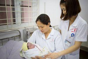 Hà Nội: Đỡ đẻ thành công trẻ sơ sinh nặng 5,2 kg