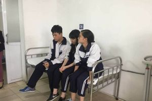 Hà Nội: 3 học sinh trong vụ sập mảng trần lớp học đã xuất viện