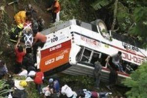 Tai nạn xe khách tại Philippines, hơn 40 người thương vong