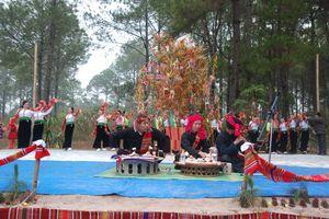 Lễ hội truyền thống: Đừng để càng phục dựng càng mất mát