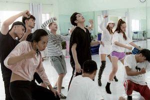 Noo Phước Thịnh tập luyện cho Hong Kong Asian-Pop Music Festival