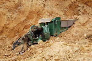 Vụ sập mỏ đất gây chết người: Được chính quyền 'bảo kê' khai thác?
