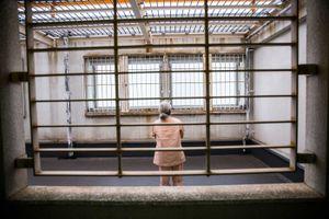 Người già ở Nhật cố tình phạm tội để được đi tù