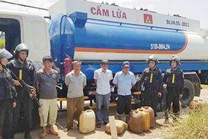 Các đối tượng 'rút ruột' xăng dầu máy bay chuẩn bị hầu tòa