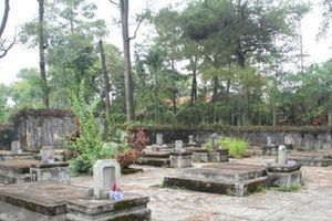 Bí ẩn chưa biết về số phận bi thảm của thái giám từ nghĩa địa nơi ngôi cổ tự ở Huế
