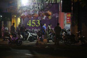 Nghi can đâm chết người trong phòng trà ở Sài Gòn ra đầu thú