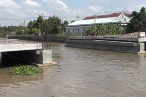 Xây cầu chặn đường thuyền qua, Phó chủ tịch phải đối thoại với dân