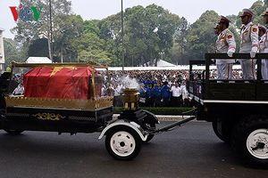 Người dân thương tiếc tiễn đưa nguyên Thủ tướng Phan Văn Khải về đất mẹ