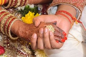 Phát hiện vợ ngoại tình, chồng gả luôn vợ cho người yêu cũ