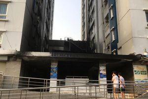 Vụ cháy 13 người chết ở chung cư Carina Plaza: 10 trẻ nhỏ đang cấp cứu do ngạt khói