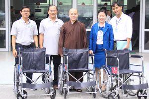 Trao tặng xe lăn cho Bệnh viện Đà Nẵng