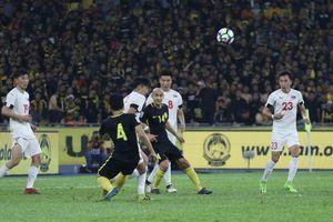 Nghe lời 'HLV online', Malaysia đuổi 14 cầu thủ cùng lúc