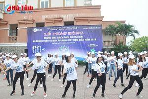 Hàng trăm sinh viên Đại học Hà Tĩnh tham gia chiến dịch Giờ Trái đất