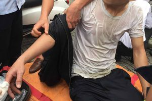 Cháy quán karaoke: Một lính cứu hỏa dập nát ngón tay