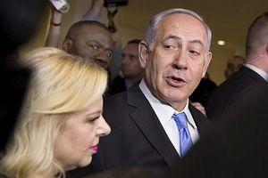 Thủ tướng Israel cùng vợ và con trai tiếp tục bị thẩm vấn vì cáo buộc tham nhũng