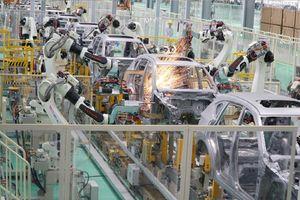 Soi dây chuyền dày đặc robot của nhà máy ô tô Thaco Mazda