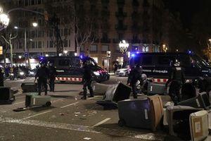 Bạo loạn gây thương tích cả trăm người sau khi cựu Thủ hiến Catalonia bị bắt