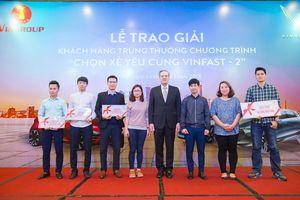 Trao thưởng 800 triệu đồng cho người thắng cuộc bình chọn mẫu xe VINFAST