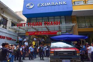 Khám xét, bắt tạm giam 2 nữ cán bộ Eximbank chi nhánh TP. HCM