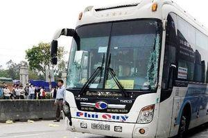 Nghệ An: Va chạm với xe khách giường nằm, 4 người thương vong
