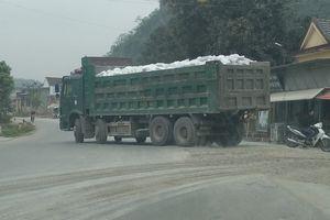 Xe quá tải tung hoành 'băm nát' tỉnh lộ ở miền Tây xứ Nghệ