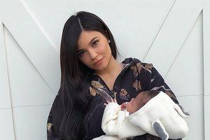 Khoe ảnh nội thất tiền tỷ, Kylie Jenner lại bị chỉ trích vì không đủ độ an toàn bảo vệ con nhỏ