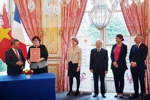 Vietnam Airlines và Air France Industries KLM E&M ký hợp đồng bảo dưỡng động cơ máy bay Boeing 787-9