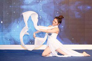 Chị gái Nam Em lọt top 6 vòng tài năng của 'Người mẫu thời trang VN'