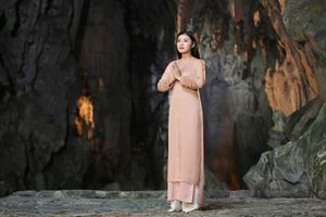 Chùa Hương đẹp lung linh trong MV nhạc Phật của 'sao mai' Nguyễn Thu Hằng